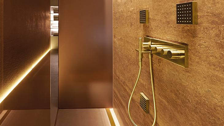 Robinetterie salle de bain dorée